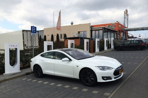Tesla Model S supercharger roadtrip