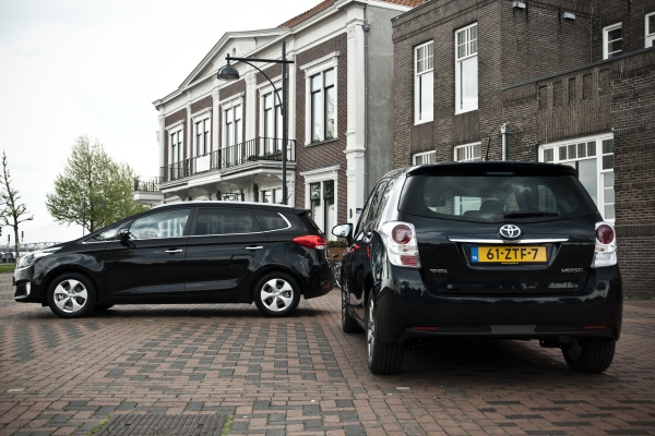 Kia Carens vs Toyota Verso